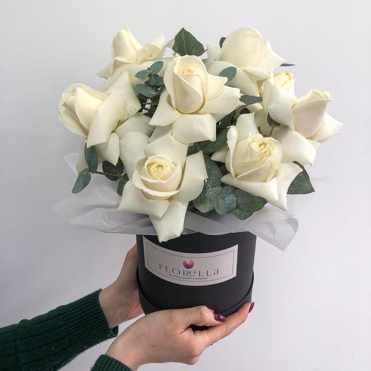 Белые розы в боксе