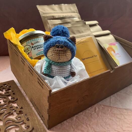 Набор: 2 чая, 6 плиток ПП-шоколада, кокосовая сгущёнка, игрушка