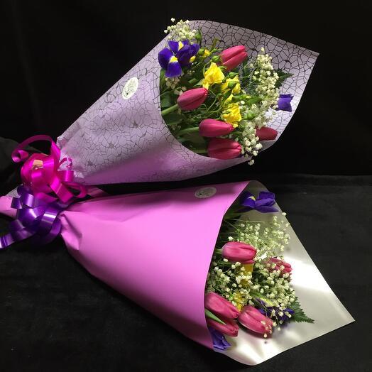 Букет из роз, тюльпанов и ирисов