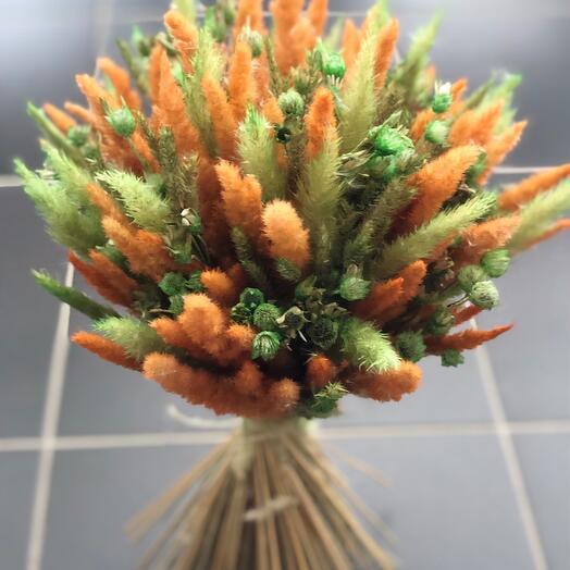 Букетик сухоцветов с зелёной незабудкой