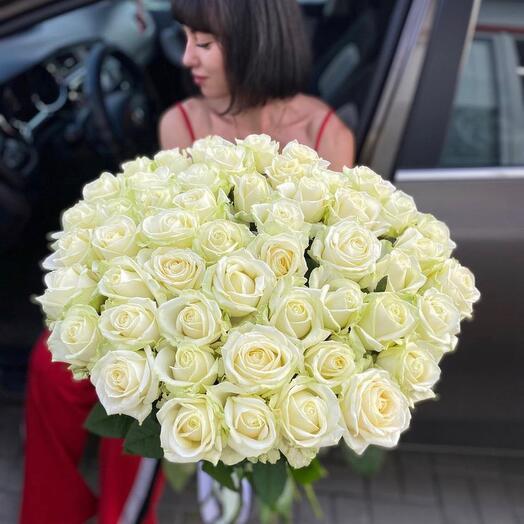 Букет белых роз 59 штук