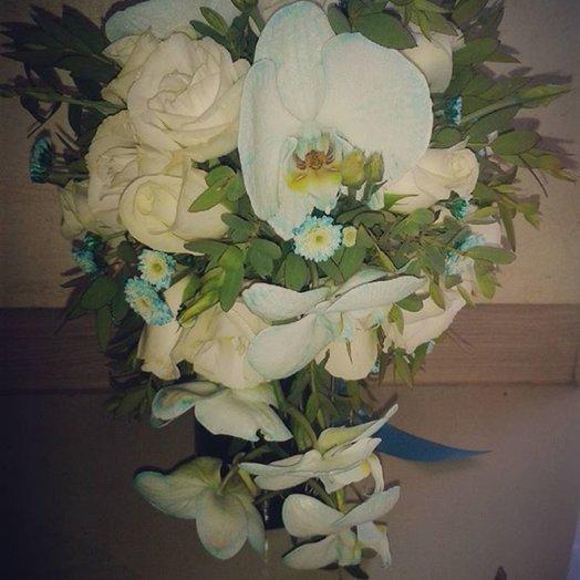 Свадебный букет с орхидеямии розами