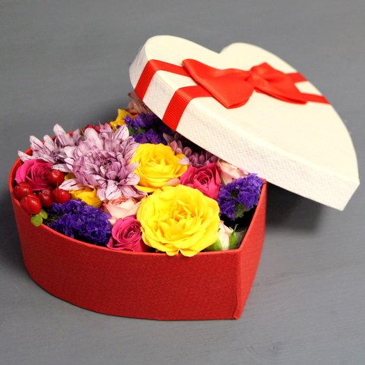 """Цветы в коробочке """"Яркий сюрприз"""": букеты цветов на заказ Flowwow"""