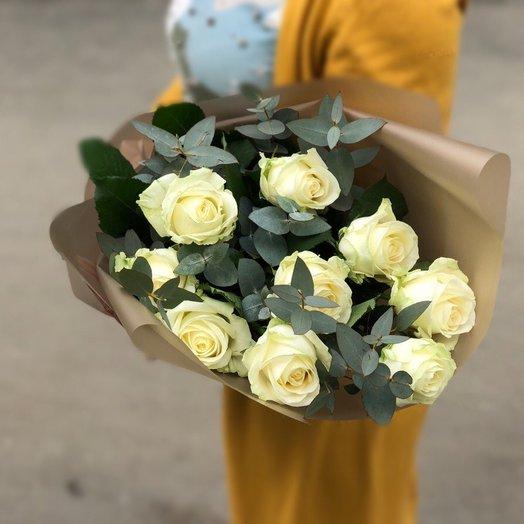 Букет белых роз с эвкалиптом : букеты цветов на заказ Flowwow