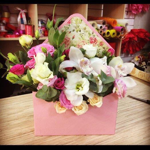 Конверт из орхидеи и лизиантус