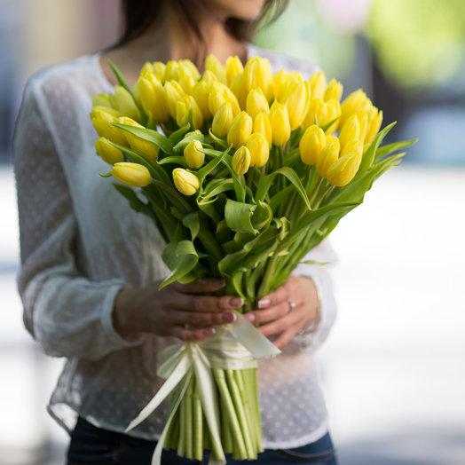 """Букет из 51 желтого тюльпана """"Стронг Голд"""": букеты цветов на заказ Flowwow"""