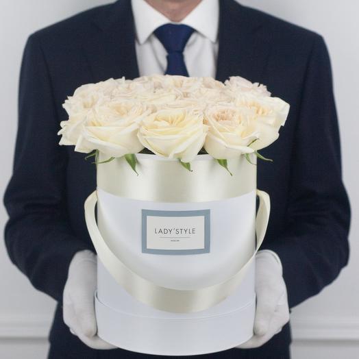 Ароматные эквадорские розы White O Hara в шляпной коробке M: букеты цветов на заказ Flowwow