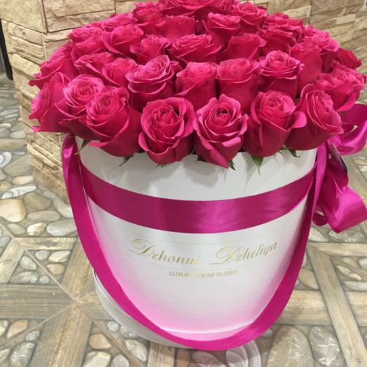 Малиновые розы-премиум в белом цилиндре размера L до 75 роз: букеты цветов на заказ Flowwow