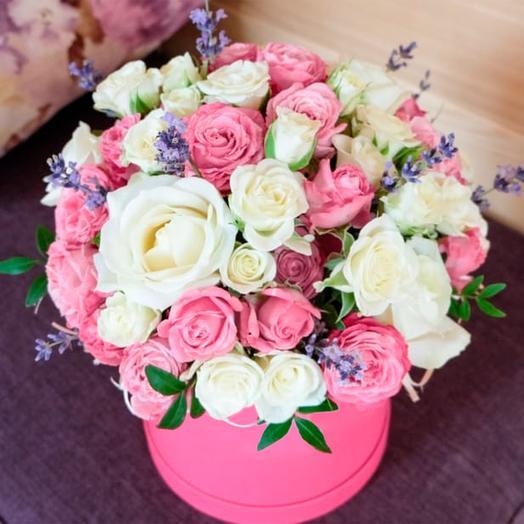"""Розы в шляпной коробке """"Ванильные небеса"""""""