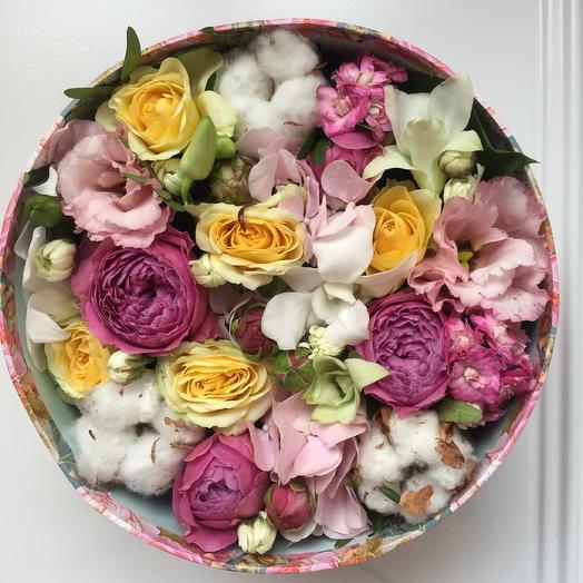 Лилово - желтая коробка с цветами: букеты цветов на заказ Flowwow