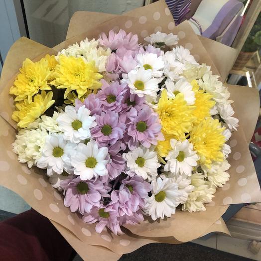 Хризантемы в крафтовой упаковке: букеты цветов на заказ Flowwow