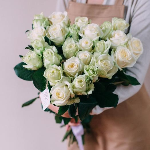 Букет из 25 белых роз с лентой: букеты цветов на заказ Flowwow