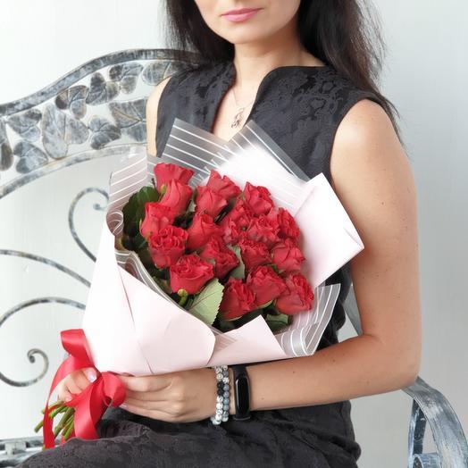 Букет из 19 алых роз: букеты цветов на заказ Flowwow