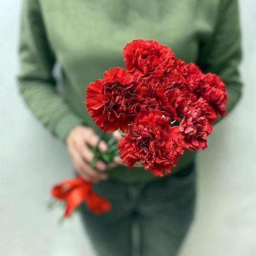 Букет 7 красных гвоздик: букеты цветов на заказ Flowwow