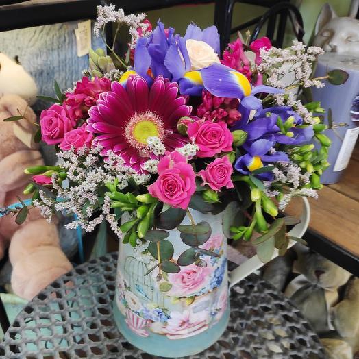 Цветы в кувшине: букеты цветов на заказ Flowwow