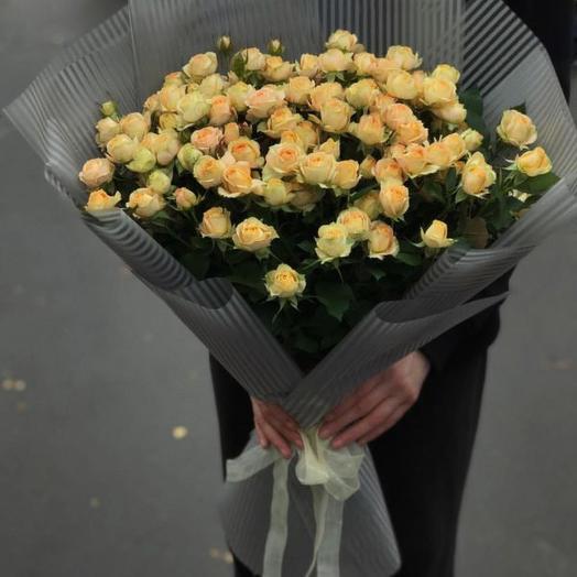 Букет из 29 желтых кустовых роз