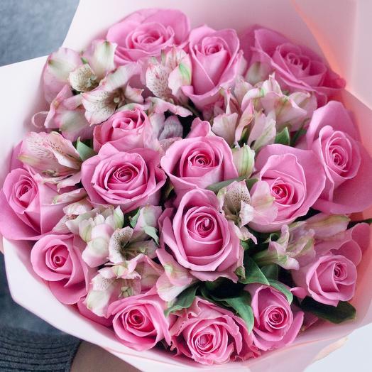Букет из 15 розовых роз (Кения) Standart и 7 розовых альстромерий