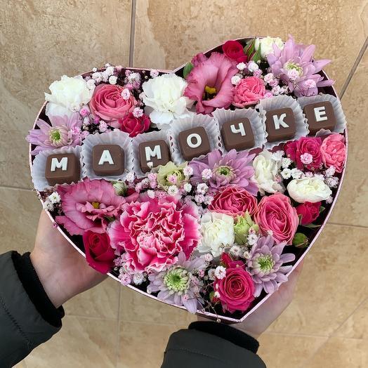 Цветы в коробке мамочке