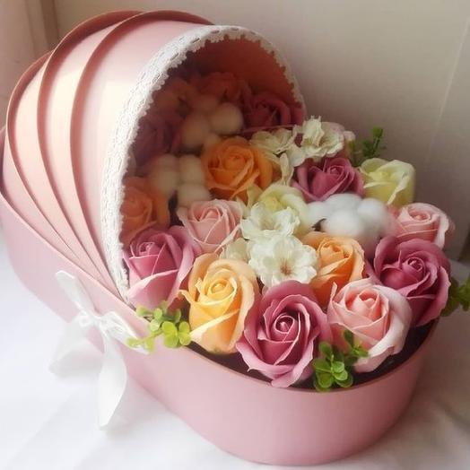 Букет с цветами из мыла в виде детской коляски для девочки