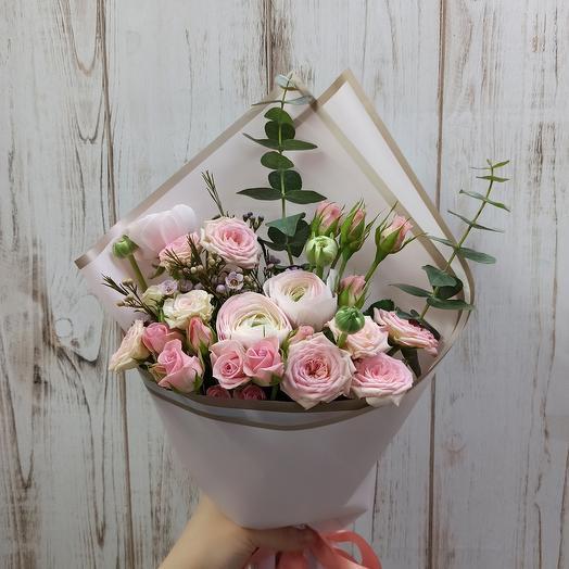 Букет с ранюнкулюсами и розами