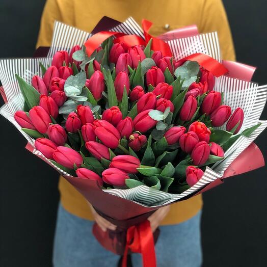 Алые тюльпаны