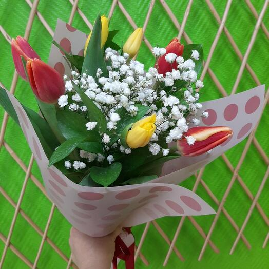 Тюльпаны с гипсофилой