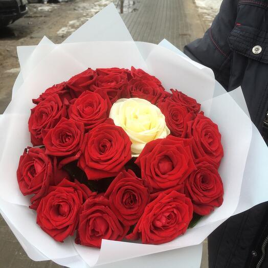 21 роза «Лёд и пламя»