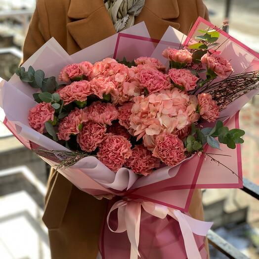 Букет от флористов LaVanda