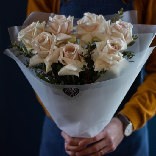 Букет из премиальных роз с эвкалиптом