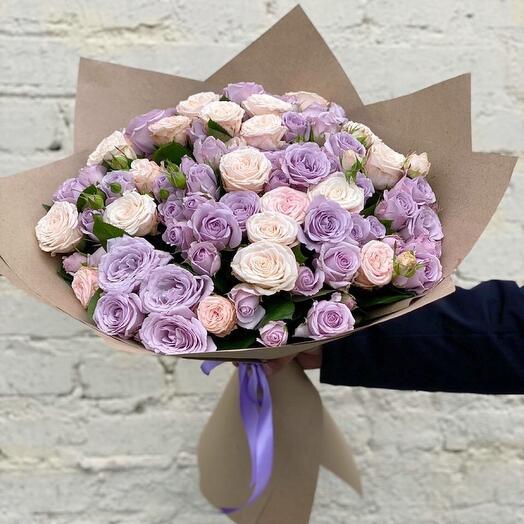 Шикарный букет из кустовых роз