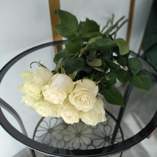 7 роз на ленте