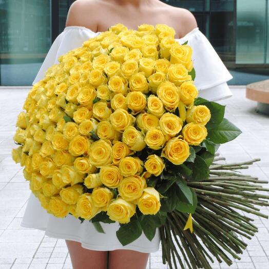 огромный букет 101 желтая роза
