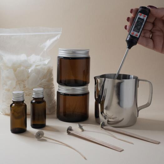 Подарочный набор для изготовления двух ароматических свечей 110 гр  SMOKING WOOD и SPICY TOBACCO