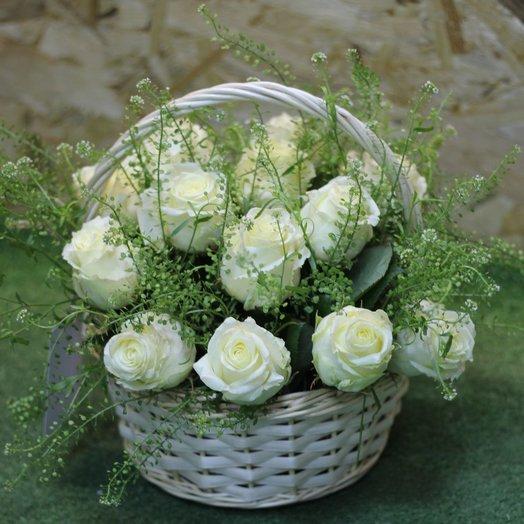 Корзина роз: букеты цветов на заказ Flowwow