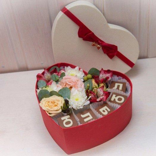 Коробка с шоколадными буквами Люблю: букеты цветов на заказ Flowwow