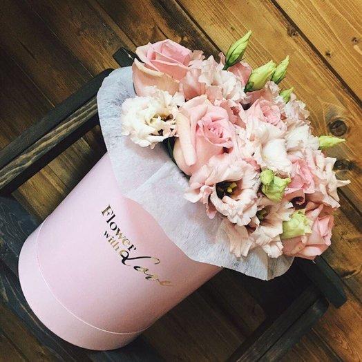 Шляпная коробка с нежными розами и эустомой: букеты цветов на заказ Flowwow