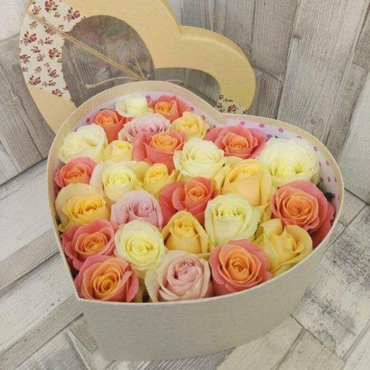 25 роз ассорти в коробке Сердце: букеты цветов на заказ Flowwow