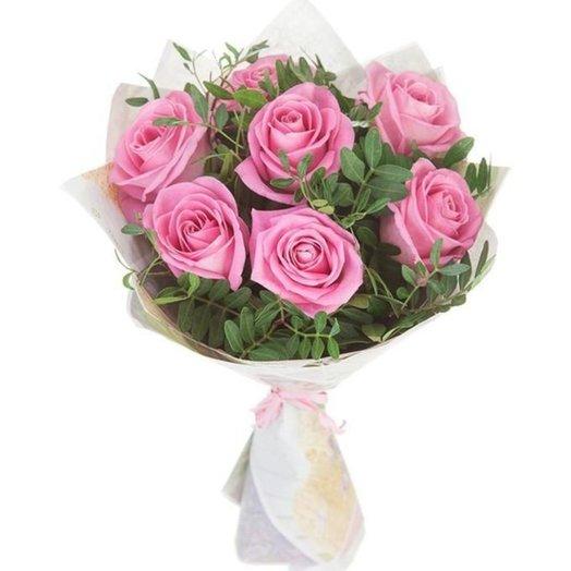 7 роз в зелени: букеты цветов на заказ Flowwow