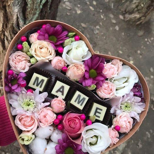 Коробочка цветов в виде сердца для мамы