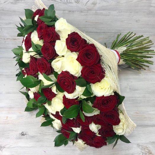 Букет из  51 розы ( 60 см ) Белая ,  Красная N22: букеты цветов на заказ Flowwow
