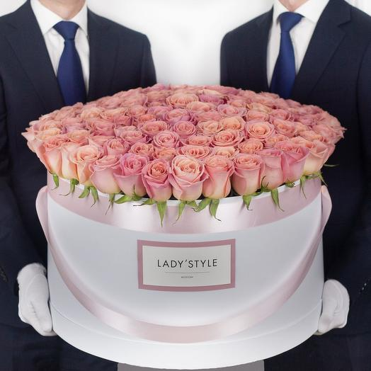 Эквадорские розы в шляпной коробке Premier: букеты цветов на заказ Flowwow