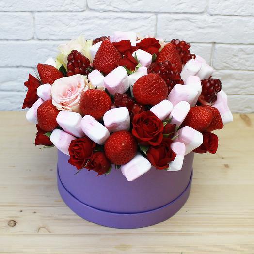 Цветочно-ягодная коробка: букеты цветов на заказ Flowwow