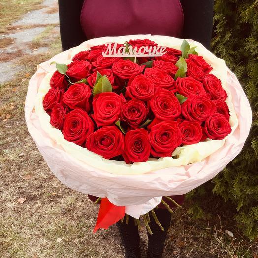 Букет из 35 красный ярких роз для родной мамы