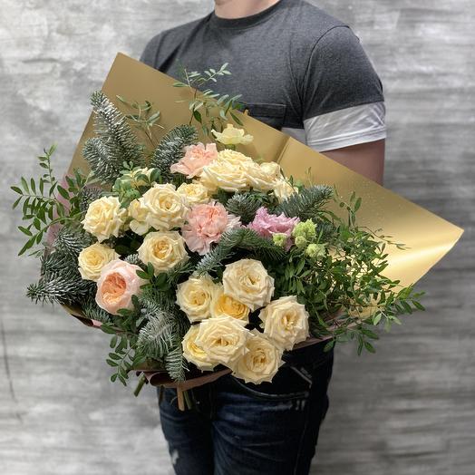 Букет с розами и пихтой «Зимнее настроение»: букеты цветов на заказ Flowwow