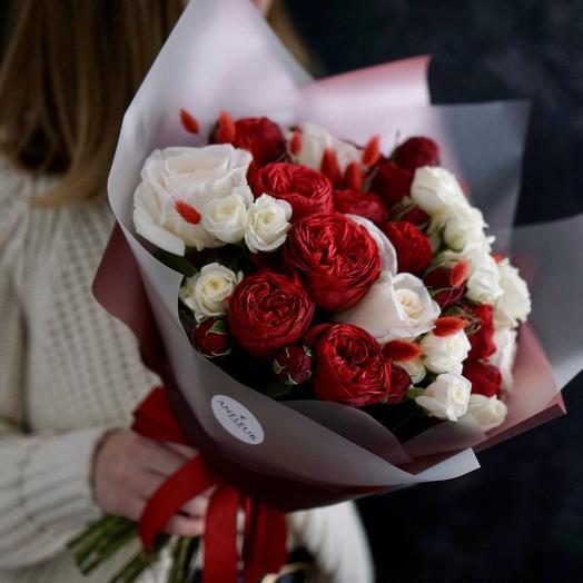 Букет с розами Ред Пиано и Вайт О Хара: букеты цветов на заказ Flowwow