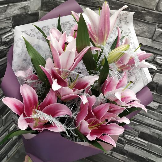 Ароматный букет розовых лилий