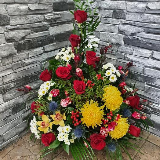Шикарная корзина с розами,орхидеей и хризантемой: букеты цветов на заказ Flowwow