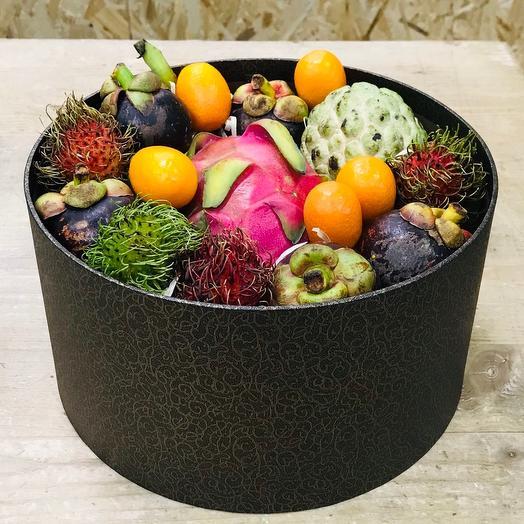 Экзотические фрукты в шляпной коробке