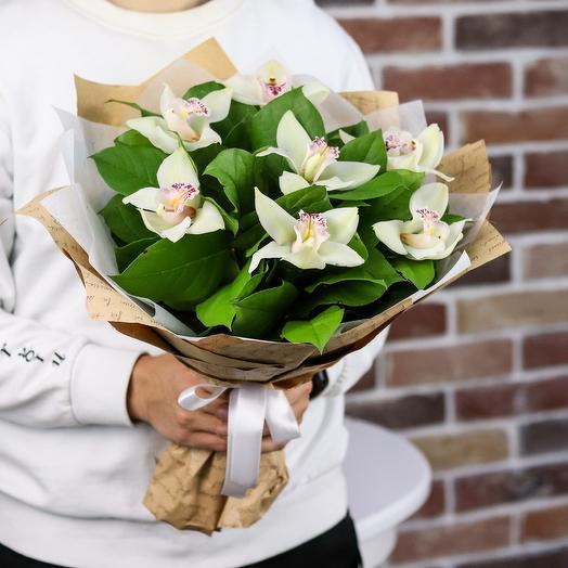 Букет из 7 орхидей. N830