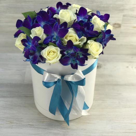 Коробка из орхидеи и роз